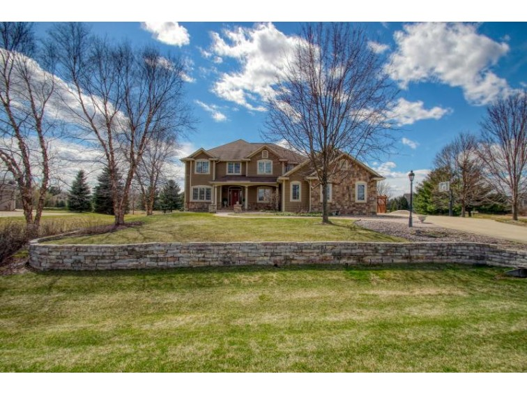 835 Red Oak Dr Summit, WI 53066 by The Real Estate Company Lake & Country $639,000