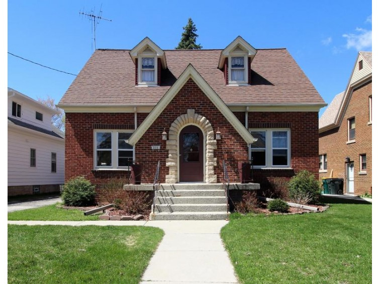 308 S 9th Ave, West Bend, WI by Redefined Realty Advisors Llc $199,900