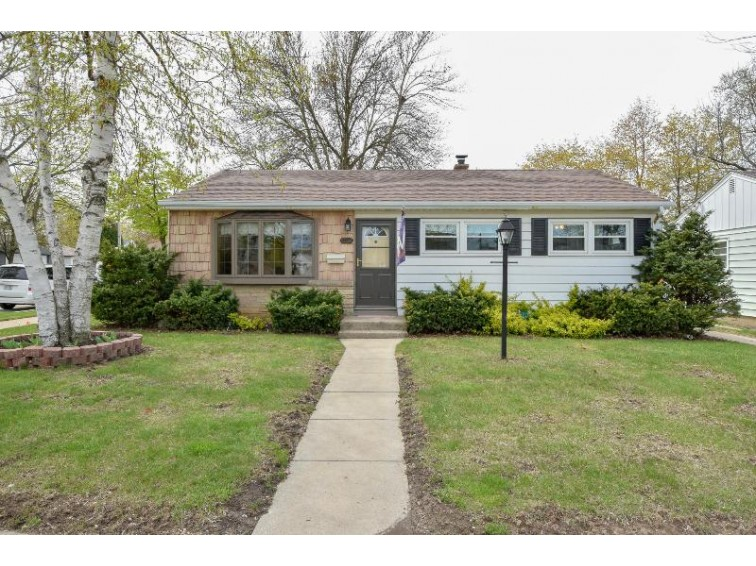 3777 S 54th St, Milwaukee, WI by Re/Max Realty 100 $159,900