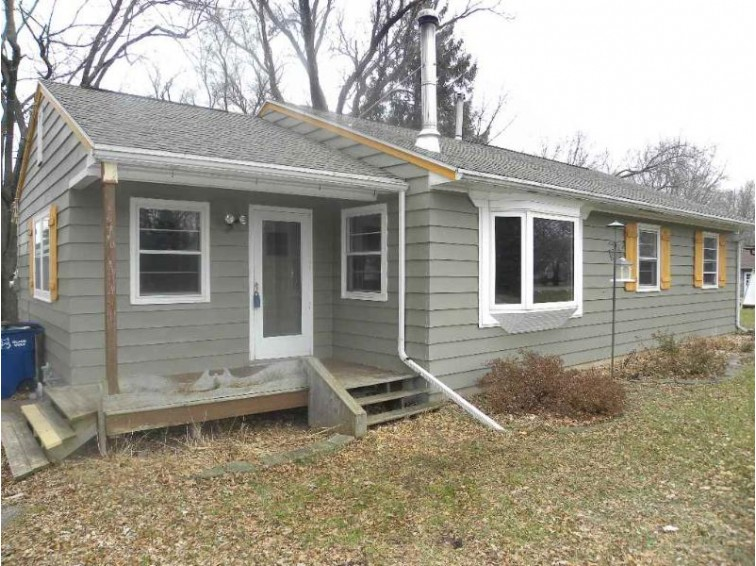 6473 W Decorah Avenue, Oshkosh, WI by RE/MAX On The Water $142,500