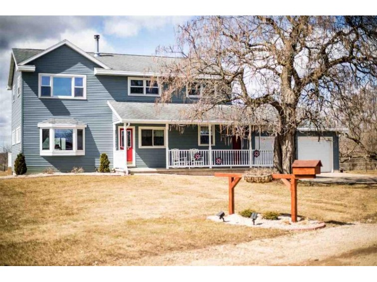 E8260 Prahl Road, New London, WI by Coldwell Banker Real Estate Group $329,900