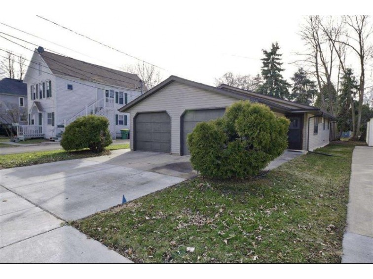 832 S Chestnut Avenue, Green Bay, WI by Coldwell Banker Real Estate Group $99,900