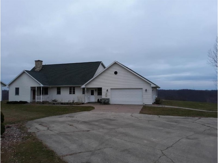 33426 Klema Rd, Prairie Du Chien, WI by Re/Max Ridge-N-River $399,500