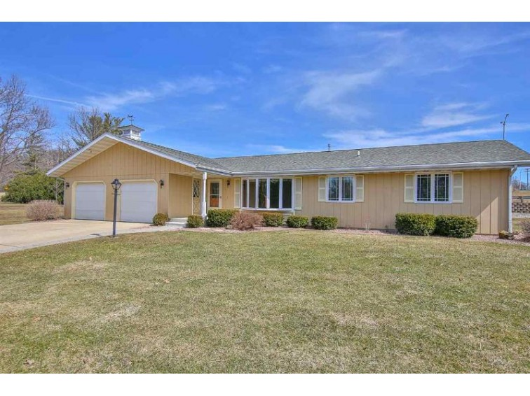 1712 N Parker Dr, Janesville, WI by Century 21 Affiliated $199,900