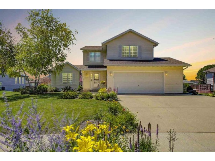 251 Oakbrook Dr, Lake Mills, WI by Re/Max Community Realty $279,900