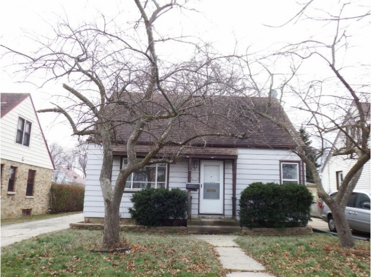 2823 E Allerton Ave, Saint Francis, WI by Whitten Realty $105,000