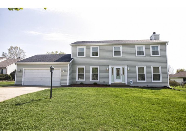 4581 W Valley Dr Franklin, WI 53132-8472 by Re/Max Realty 100 $294,900