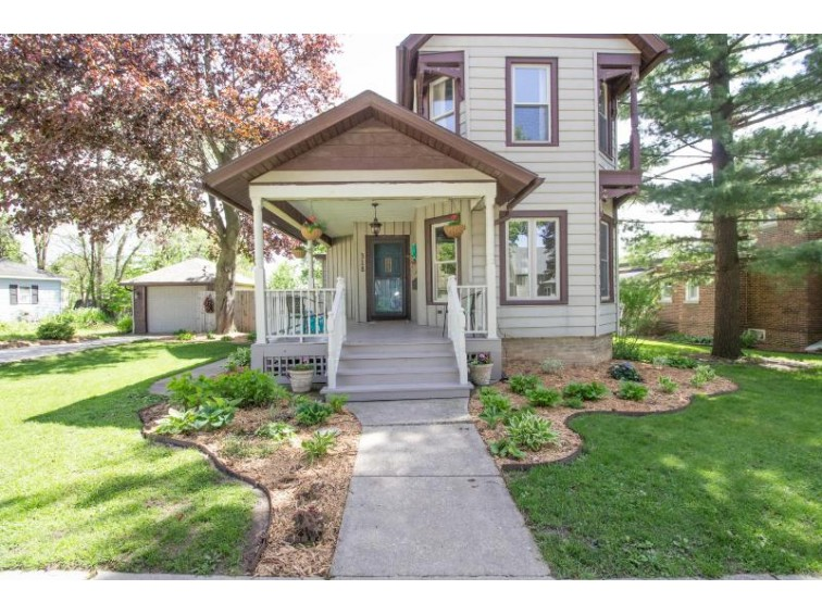 318 W Milwaukee St, Jefferson, WI by Redefined Realty Advisors Llc $184,000