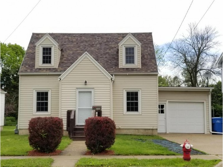 200 William St, Watertown, WI by Re/Max Realty Center $149,900