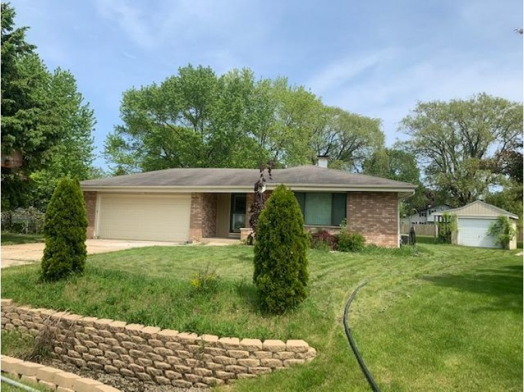 6605 Cliffside Ct, Racine, WI by Re/Max Lakeside-27th $179,900