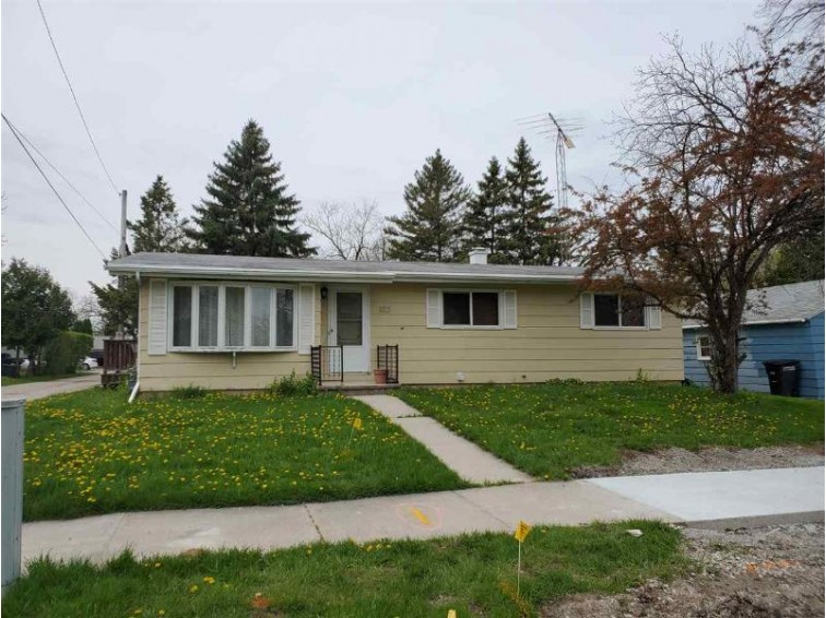 1321 Punhoqua Street, Oshkosh, WI by Keller Williams Fox Cities $119,900