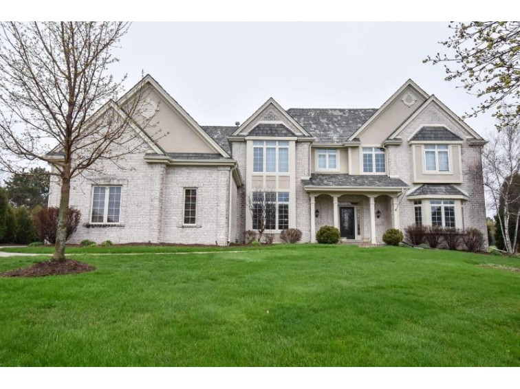 913 N Evergreen Cir Hartland, WI 53029-8636 by Keller Williams Realty-Lake Country $859,000