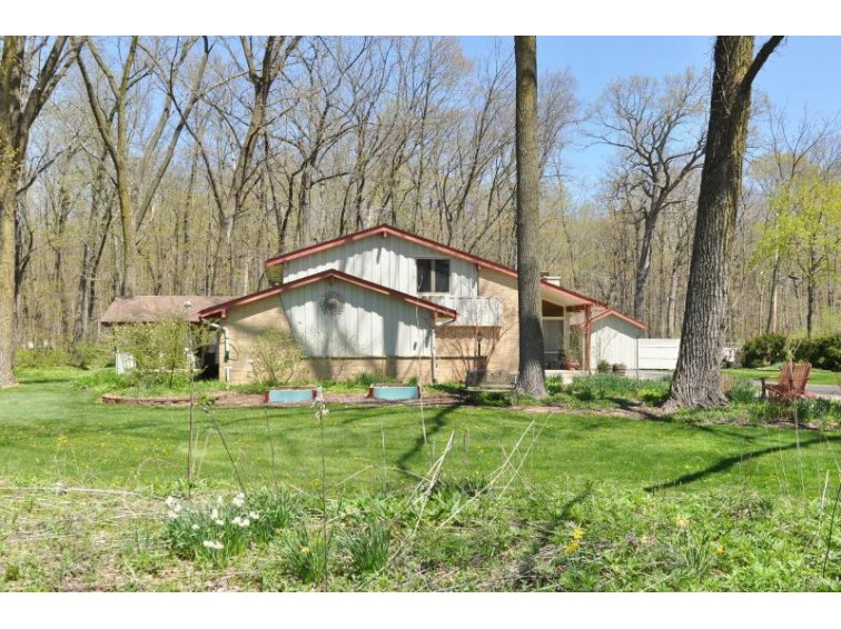 4120 W Maplecrest Dr Franklin, WI 53132-9335 by The Stefaniak Group, Llc $235,000