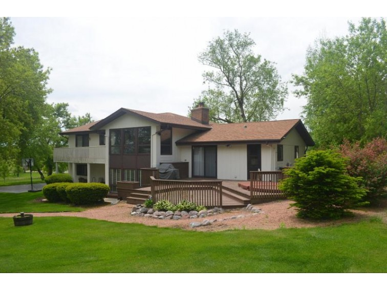 W210N11080 Mountbrooke Dr Germantown, WI 53022-3739 by First Weber Real Estate $298,000
