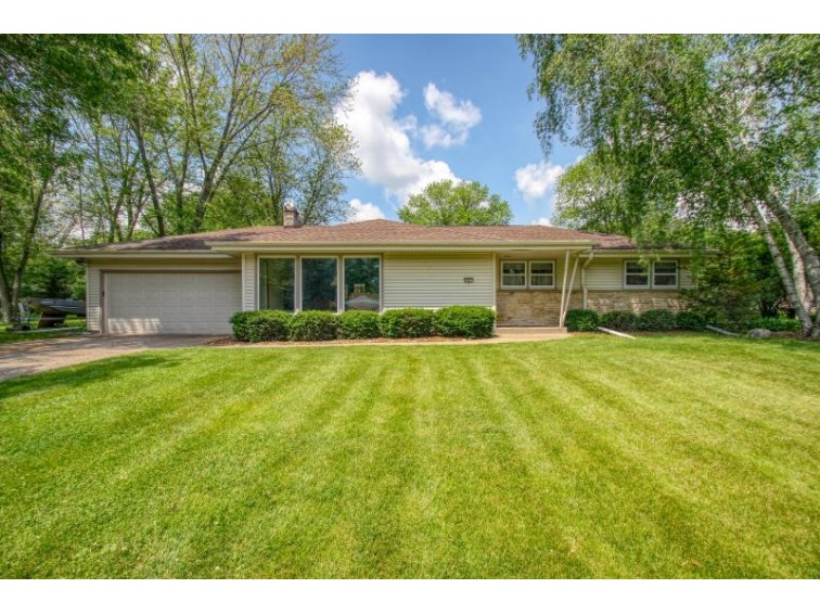 4465 N 146th St, Brookfield, WI by Re/Max Realty 100 $279,900