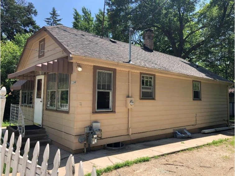 W1133 Sycamore Rd, Genoa City, WI by Keefe Real Estate, Inc. $128,000