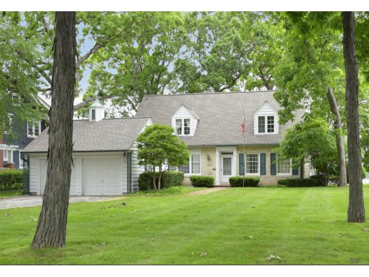 532 Glenview Ave Oconomowoc, WI 53066-2708 by Patrick Bolger Realty Group $1,250,000