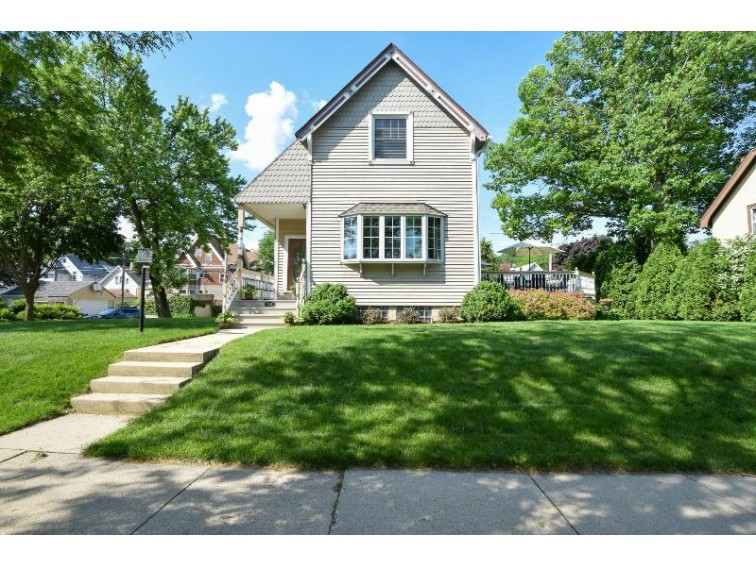 2895 S Superior St Milwaukee, WI 53207-2550 by Re/Max Gallery $398,000