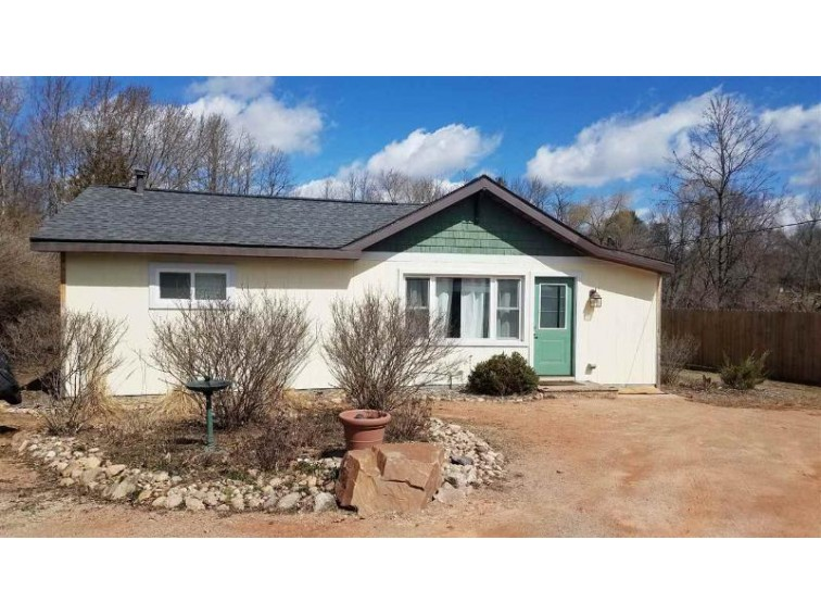 723 Shearer Street Waupaca, WI 54981 by United Country-Udoni & Salan Realty $114,900