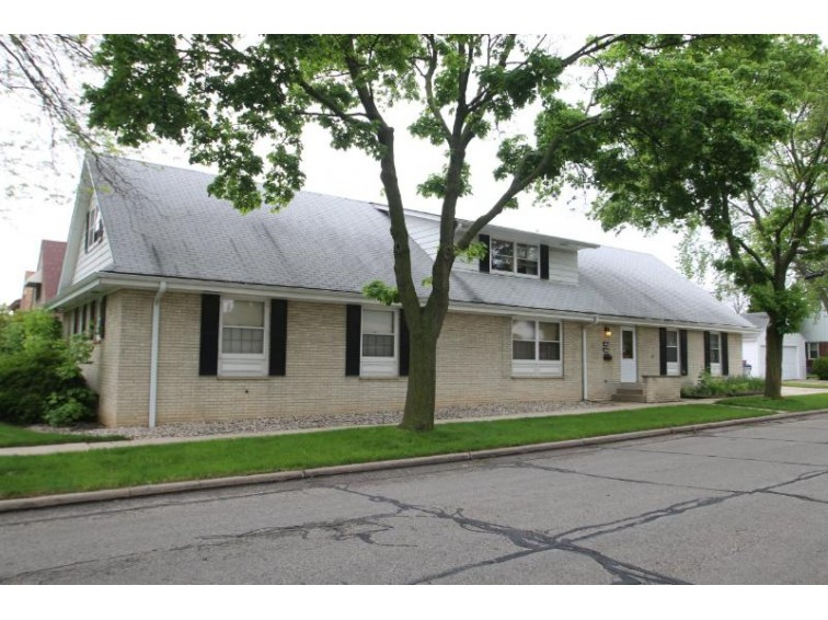 3900 N 68th St 6724 W Melvina, Milwaukee, WI by Shorewest Realtors, Inc. $149,000