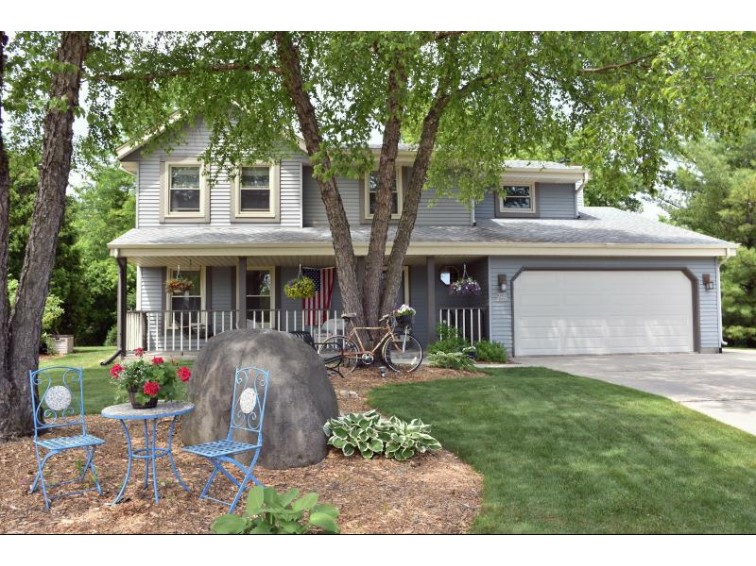 W225N2871 Foxwood Ln Waukesha, WI 53186-8825 by Re/Max Realty 100 $341,500