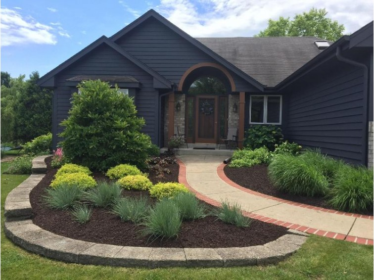 N22W26727 Shooting Star Rd Pewaukee, WI 53072-5493 by Everything Real Estate, Llc $424,900