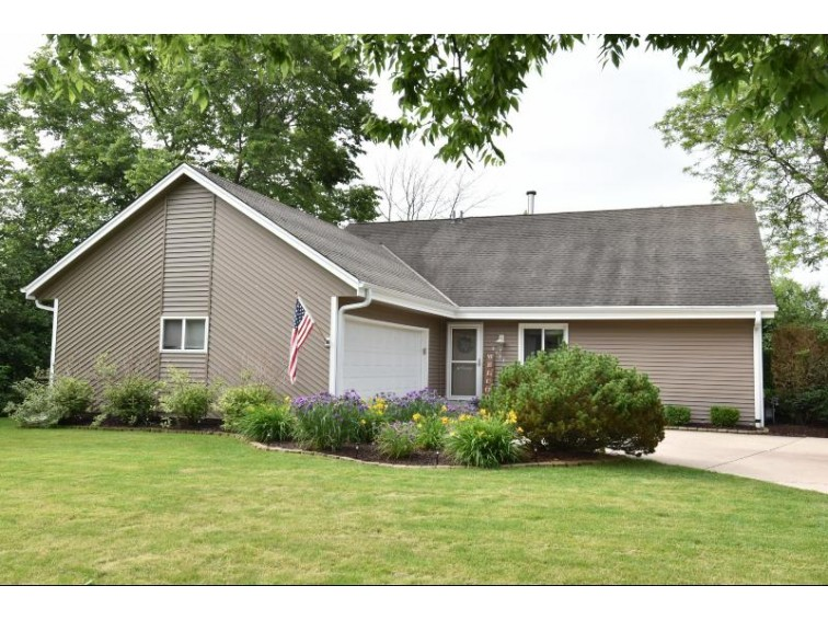 8127 W Winston Way Franklin, WI 53132 by Re/Max Realty Center $289,900