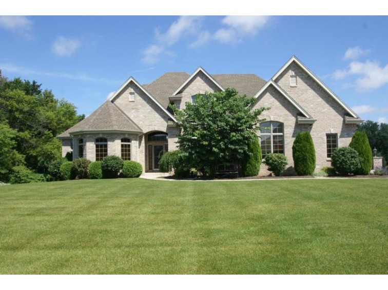 N39W23520 Broken Hill Cir N Pewaukee, WI 53072-2761 by Lake Country Flat Fee $839,000
