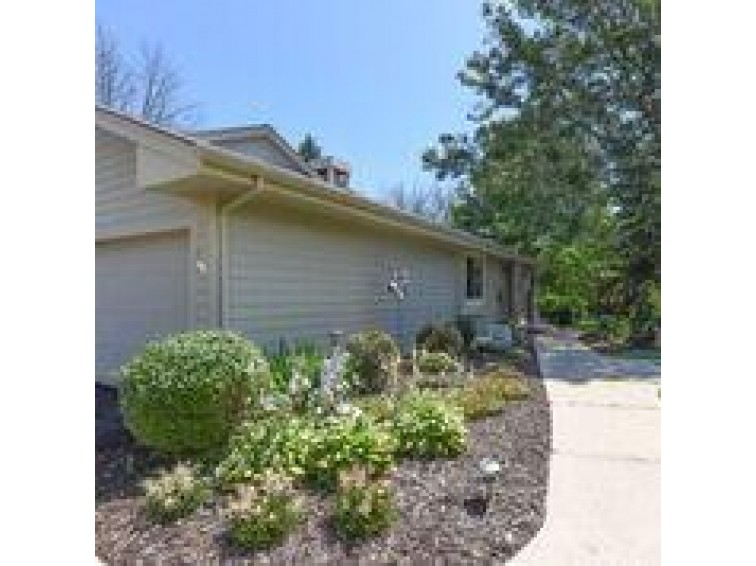 4920 S Imperial Cir Greenfield, WI 53220 by Shorewest Realtors - South Metro $175,000