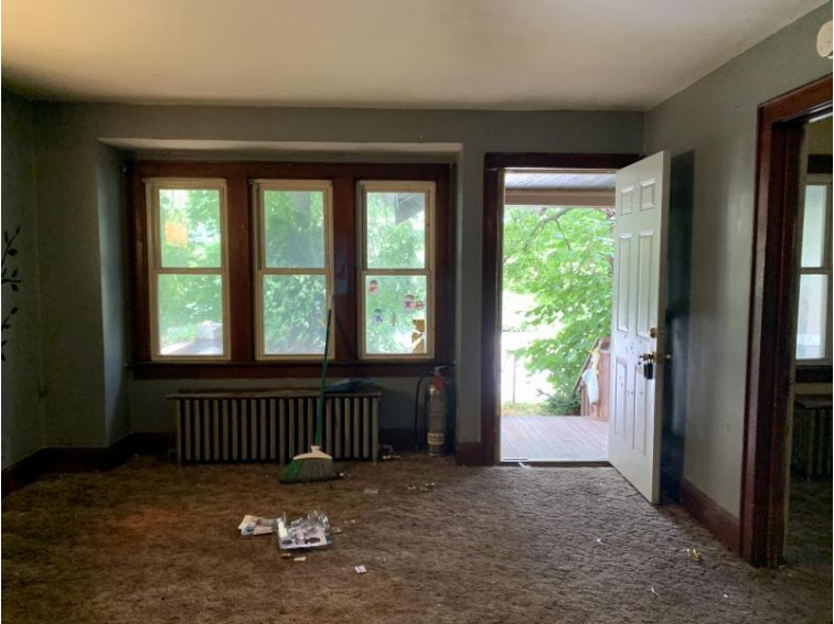 4614 N 32nd St, Milwaukee, WI by The Overland Company $39,800