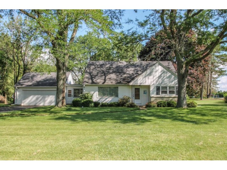 17530 Bonnie Ln, Brookfield, WI by Redefined Realty Advisors Llc $259,900