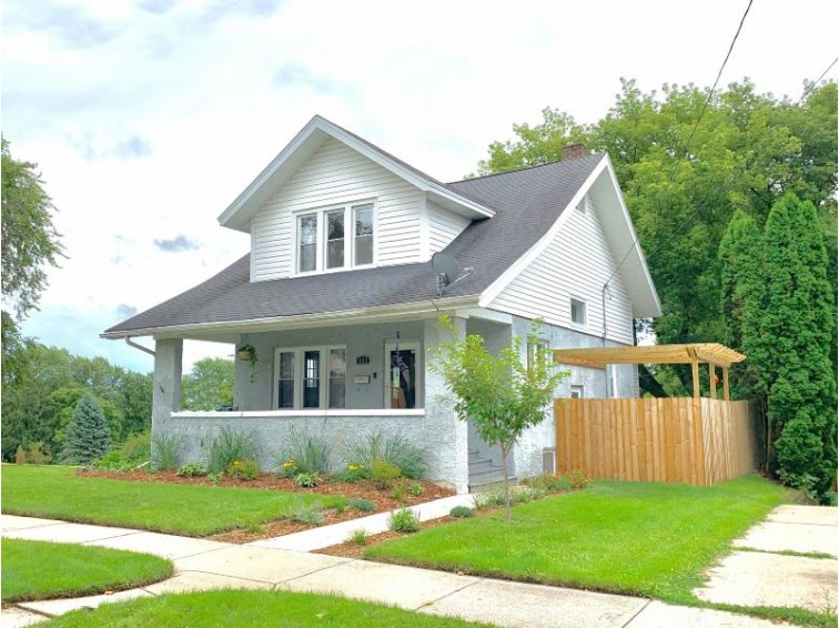 423 Prospect Ave, Waukesha, WI by 1st Advantage Real Estate $259,900