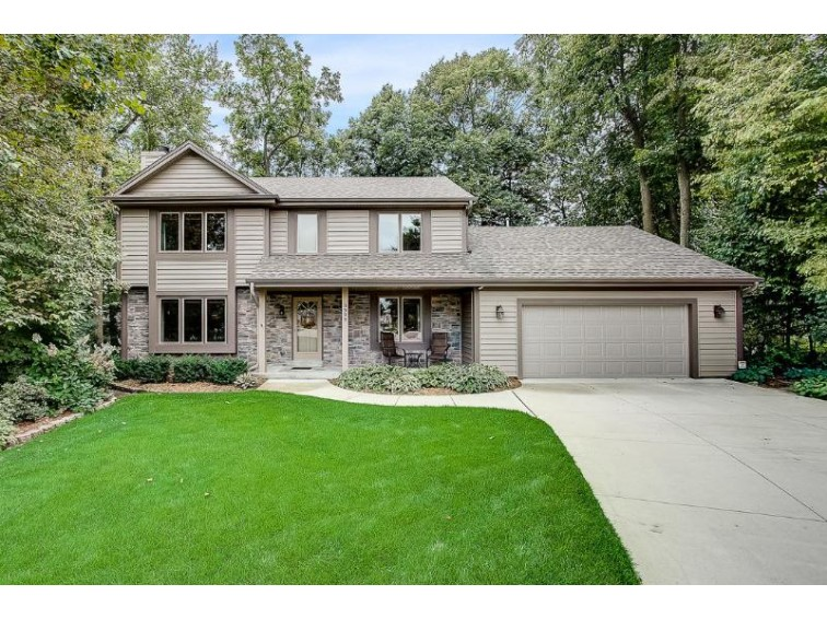 3999 S Woodhill Ln New Berlin, WI 53151-6174 by Re/Max Realty 100 $379,900