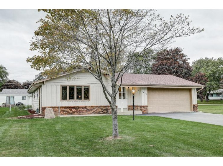 1613 S 166th St, New Berlin, WI by Re/Max Realty 100 $299,900