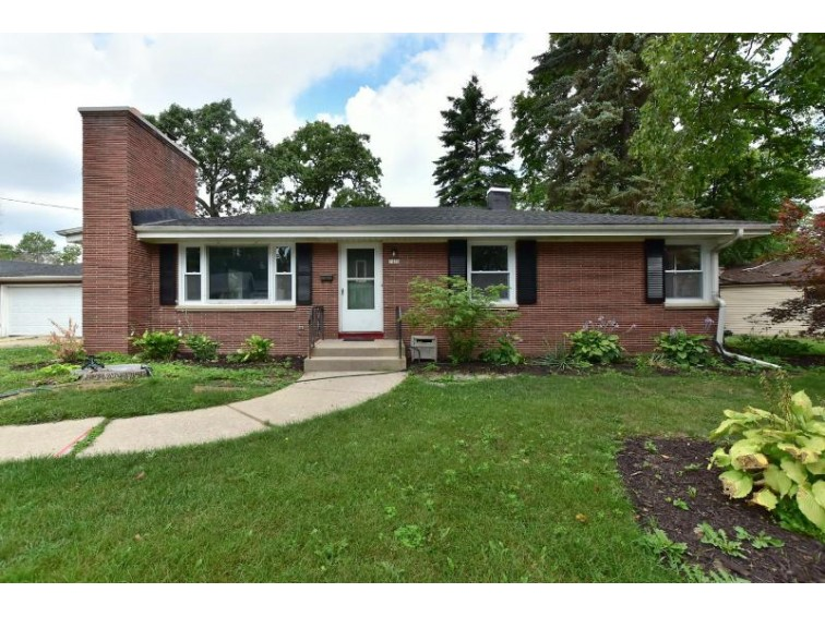 7400 W Warnimont Ave Milwaukee, WI 53220-1131 by Re/Max Realty 100 $199,900