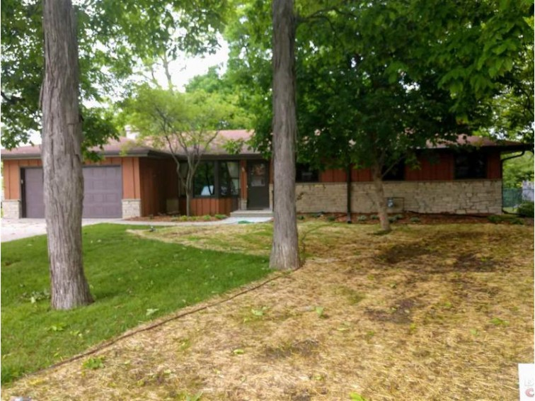 989 Bridgewood Drive Neenah, WI 54956 by First Weber Real Estate $169,900