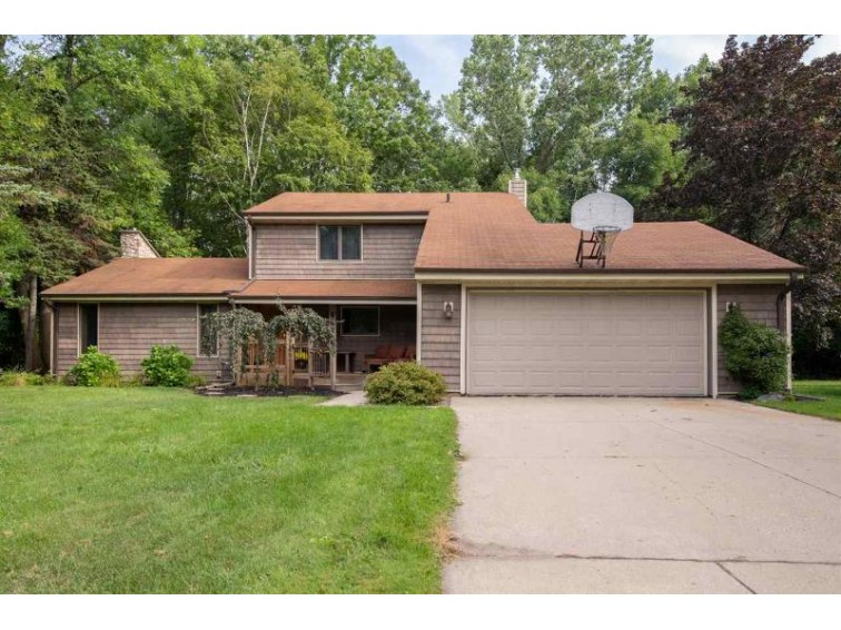 1016 Stardust Drive, Menasha, WI by RE/MAX 24/7 Real Estate, LLC $230,000