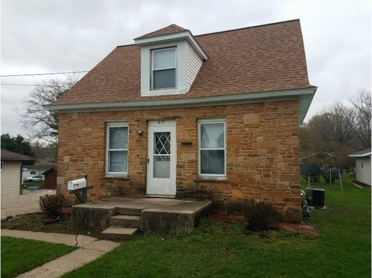415 Lynn Ave, Baraboo, WI by First Weber Real Estate $110,000