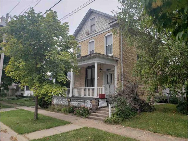 370 Wilson Ave Janesville, WI 53546 by First Weber Real Estate $89,900
