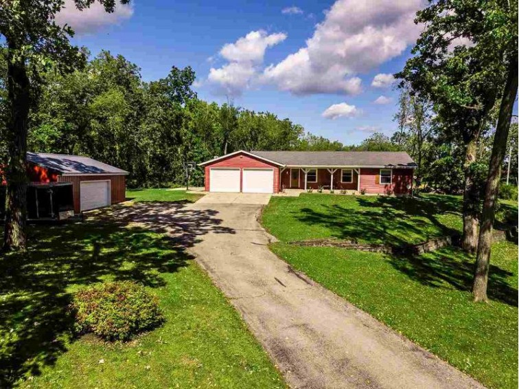 10610 W Oak Ridge Rd, Evansville, WI by Allen Realty, Inc $299,900