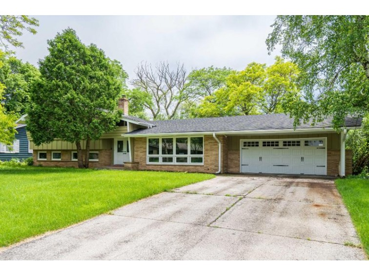 611 E Glencoe Pl Bayside, WI 53217 by Keller Williams Realty-Milwaukee North Shore $329,900