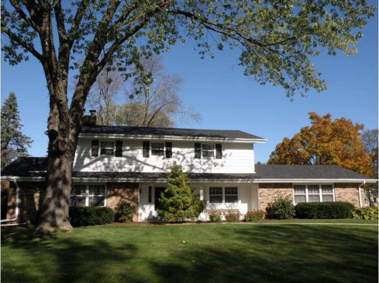 3660 Sunny Crest Dr, Brookfield, WI by Shorewest Realtors, Inc. $375,000