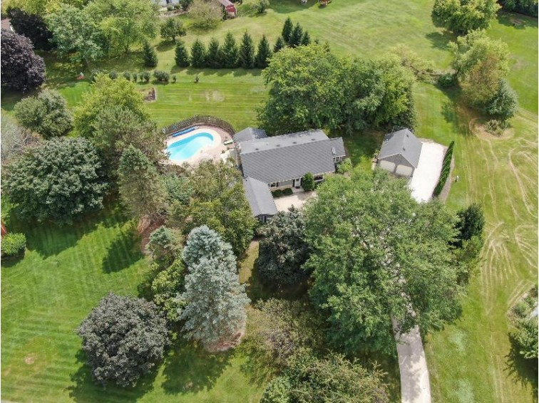 N69W25837 Coventry Ct Lisbon, WI 53089-2511 by M3 Realty $369,900