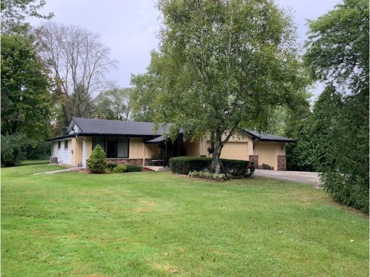 11039 N Westview Ln Mequon, WI 53092-4835 by First Weber Real Estate $319,000