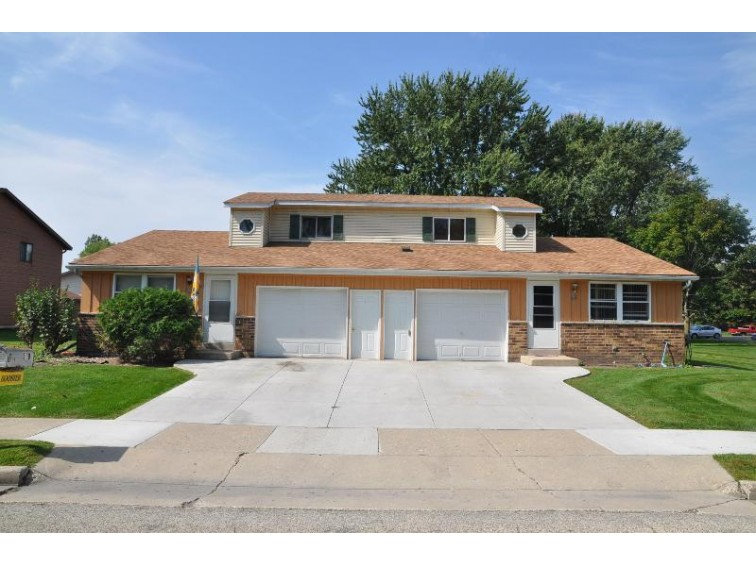519 Misty Meadow Blvd 525 Hartford, WI 53027-2254 by Homestead Realty, Inc~milw $219,500
