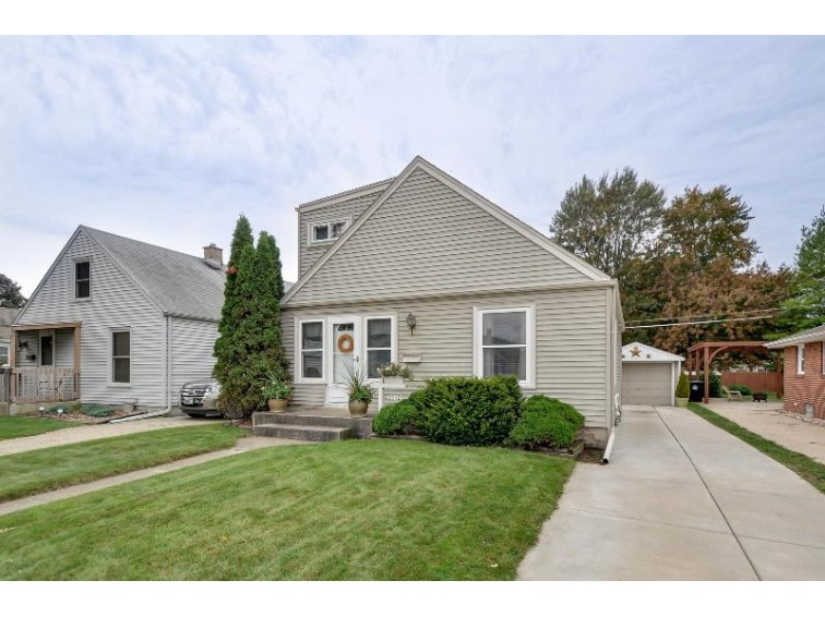 2512 Blaine Ave, Racine, WI by Re/Max Newport Elite $143,900
