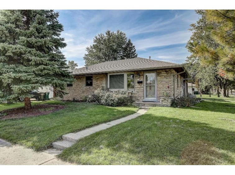 154 N 15th Ave West Bend, WI 53095-3023 by Hanson & Co. Real Estate $165,000