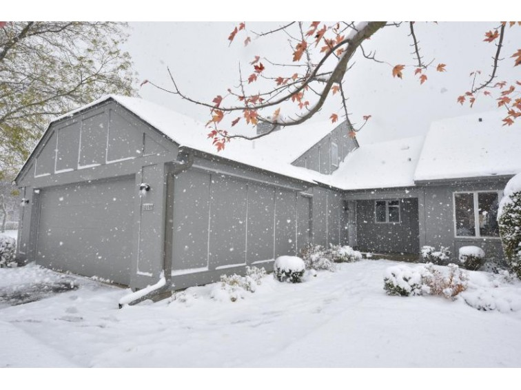 10105 N Gettysburg Ct Mequon, WI 53092-5456 by Shorewest Realtors, Inc. $278,500