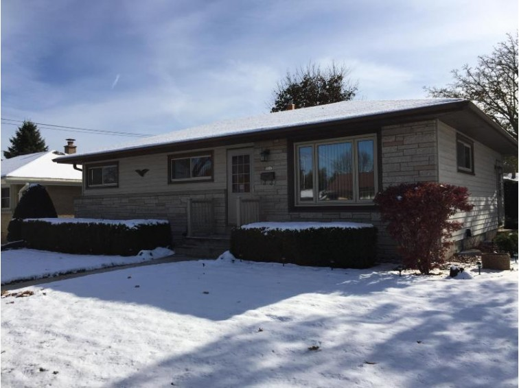 7213 W Verona Ct Milwaukee, WI 53219-3930 by The Schoenleber Group, Llc $219,900