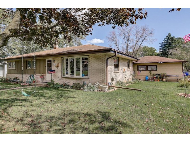 W147N8234 Manchester Dr Menomonee Falls, WI 53051-7262 by First Weber Real Estate $214,900